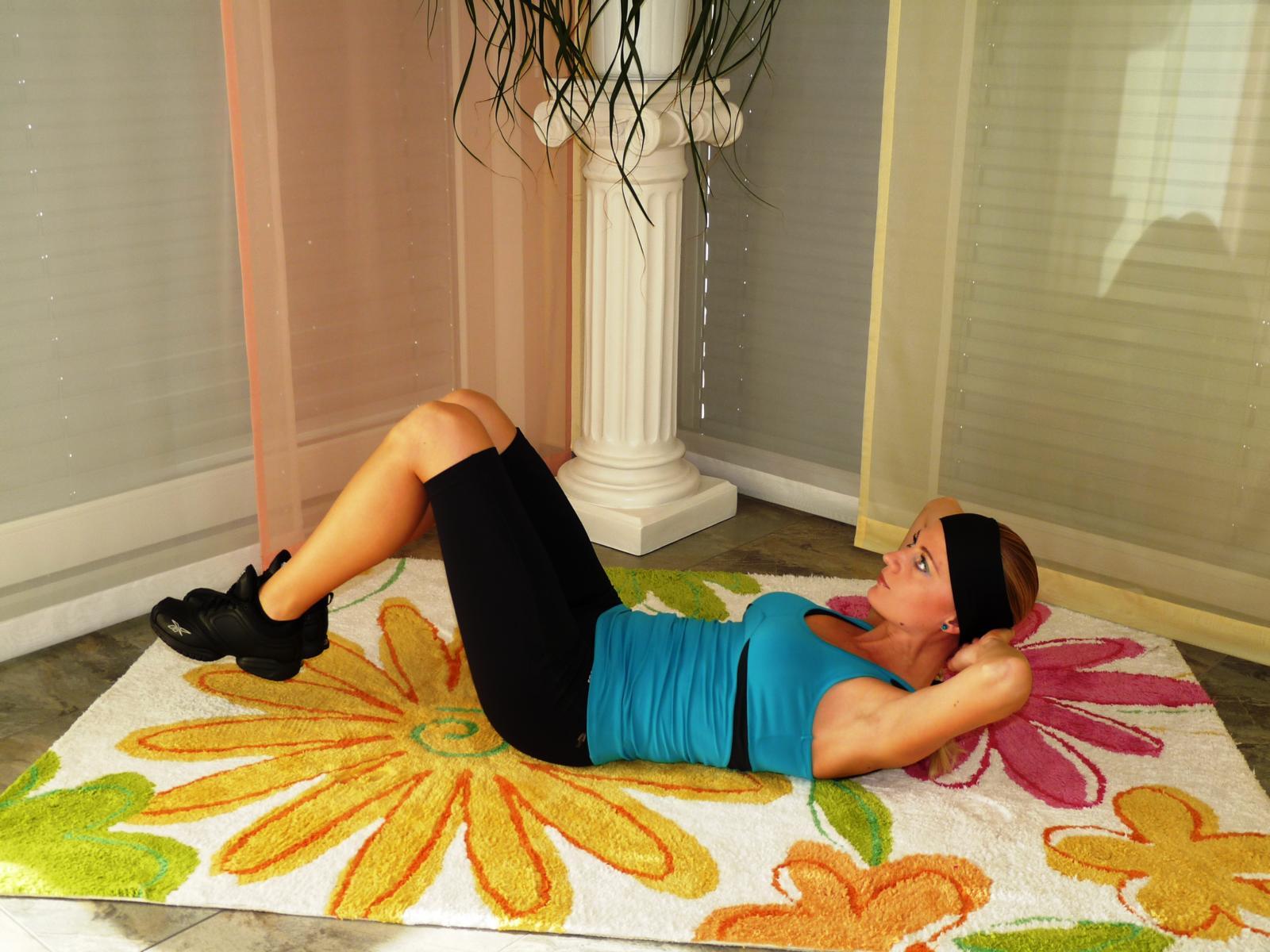 bauchtraining flacher bauch und sixpack. Black Bedroom Furniture Sets. Home Design Ideas